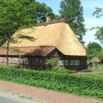 Das Heimathaus, idylisch an den Dorfteichen gelegen - Foto: UB