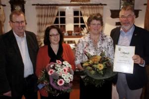 Bgm. Hans Schwarz zeichnete die Gruppe am 12.10.2013 im Heimthaus für 25jährige ehrenamtliche Arbeit für die Börger Bevölkerung aus.