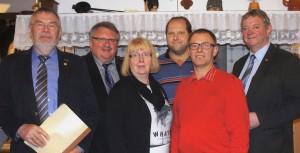 Der Vorstand der HV Börger - v.Li. - Vorsitzender Hermann Schmitz, Kassenführer Heinz u. Theresia Oldiges, Schriftführer Hermann Többen, Zweiter Vorsitzender Hans Klassen und Schriftführer Hermann Ubbenjans.
